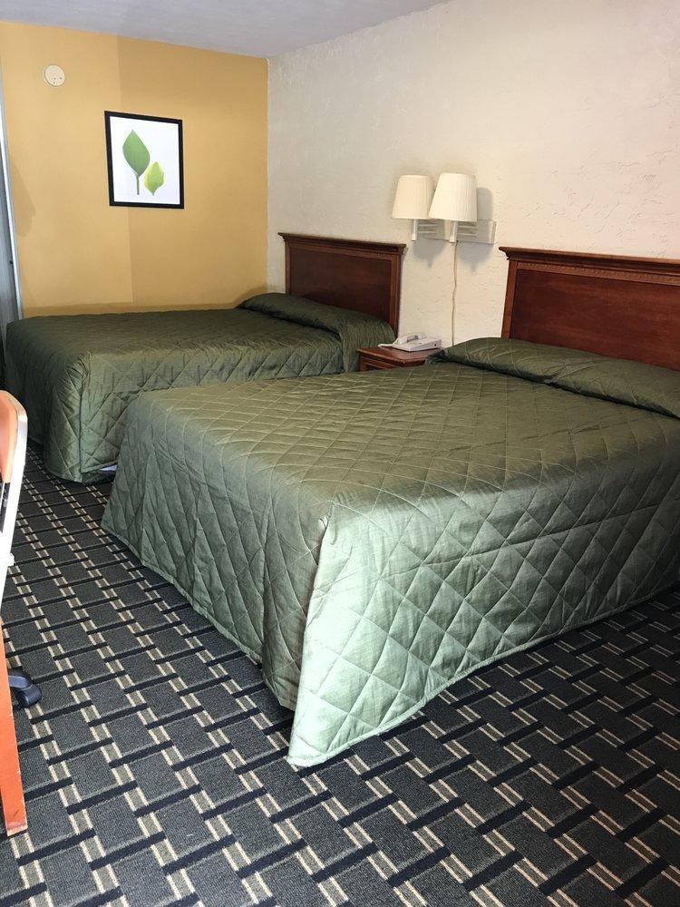 Applegate Inn: 1857 Apd 40, Cleveland, TN