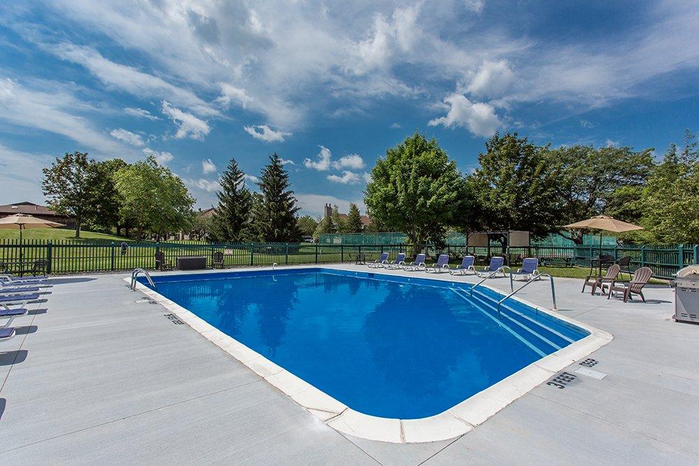 Steeplechase Apartments: 301 Weatheridge Dr, Camillus, NY
