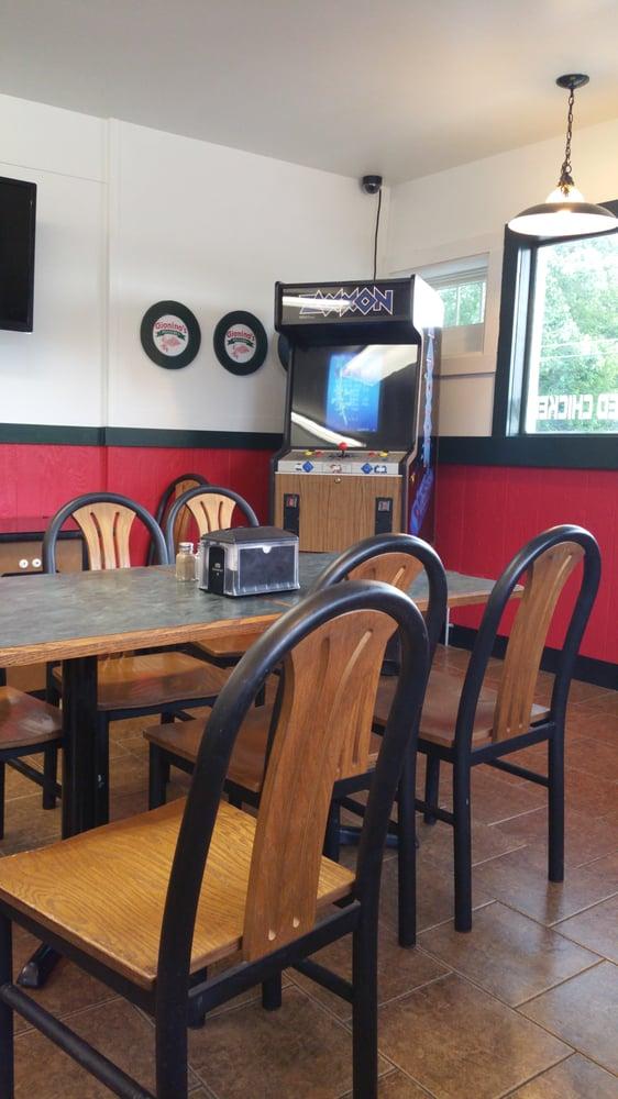 Gioninos Pizzeria: 17606 Mahoning Ave, Lake Milton, OH