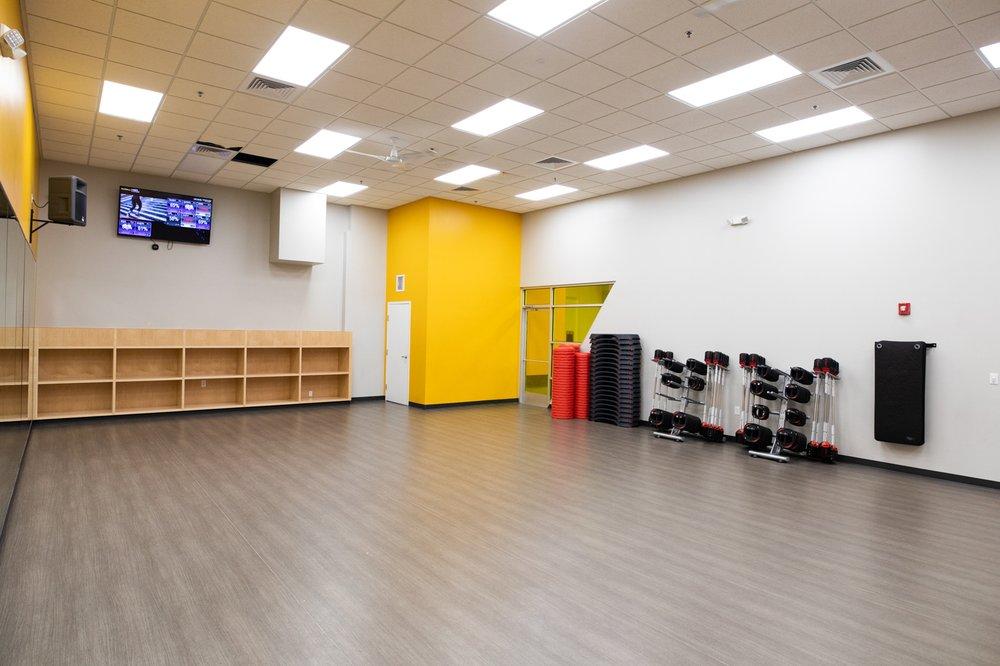 Retro Fitness: 480 S Hunt Club Blvd, Apopka, FL