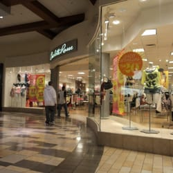Is charlotte russe closing stores?