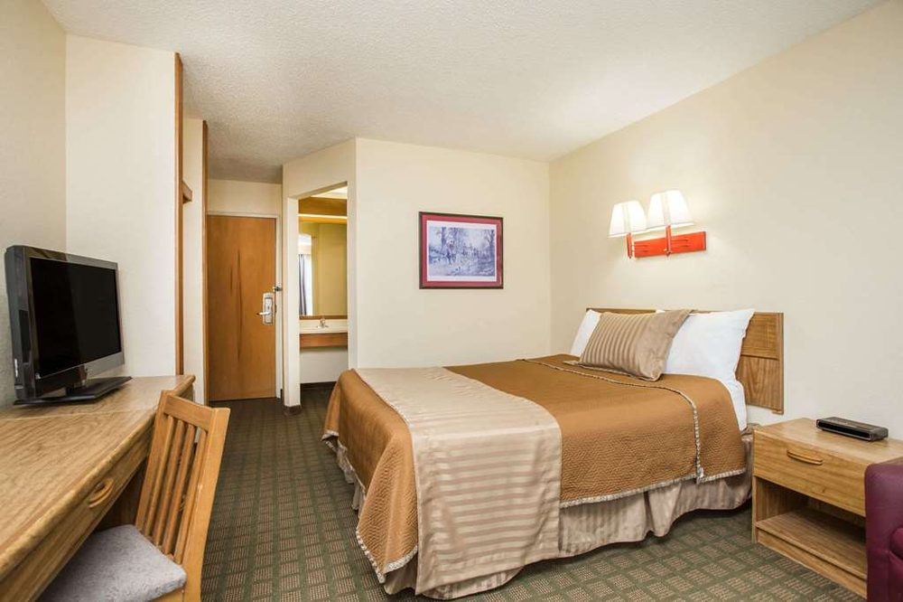 Travelodge by Wyndham Perry GA: 100 Westview Lane, Perry, GA