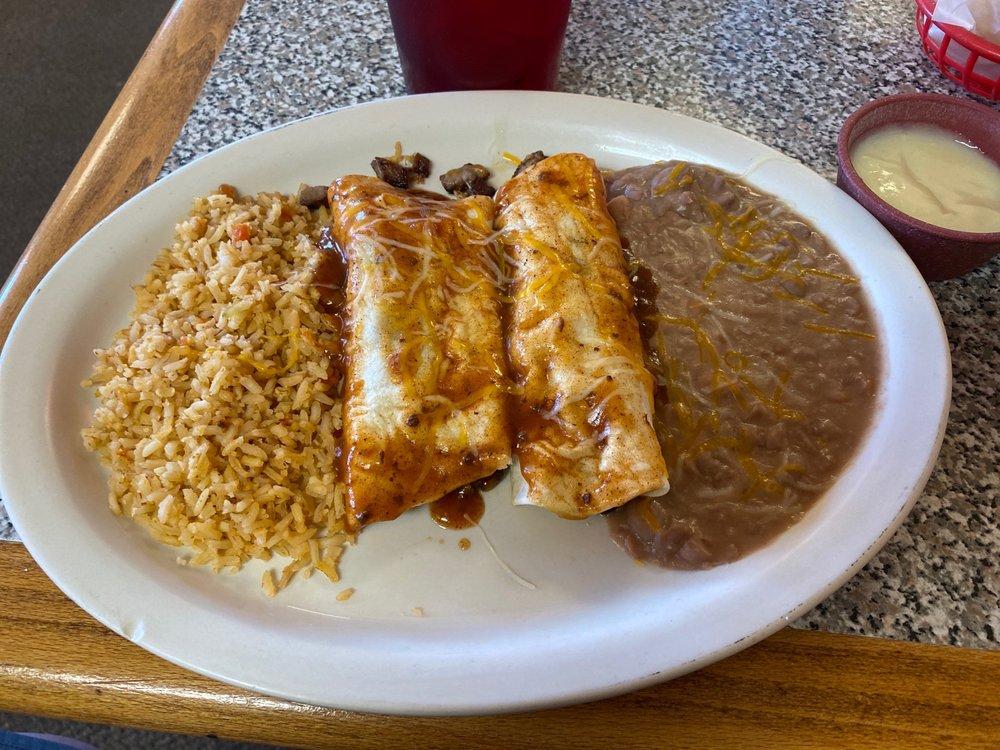 Juanna's Mexican Restaurant: 700 N Jim Thorpe Blvd, Prague, OK