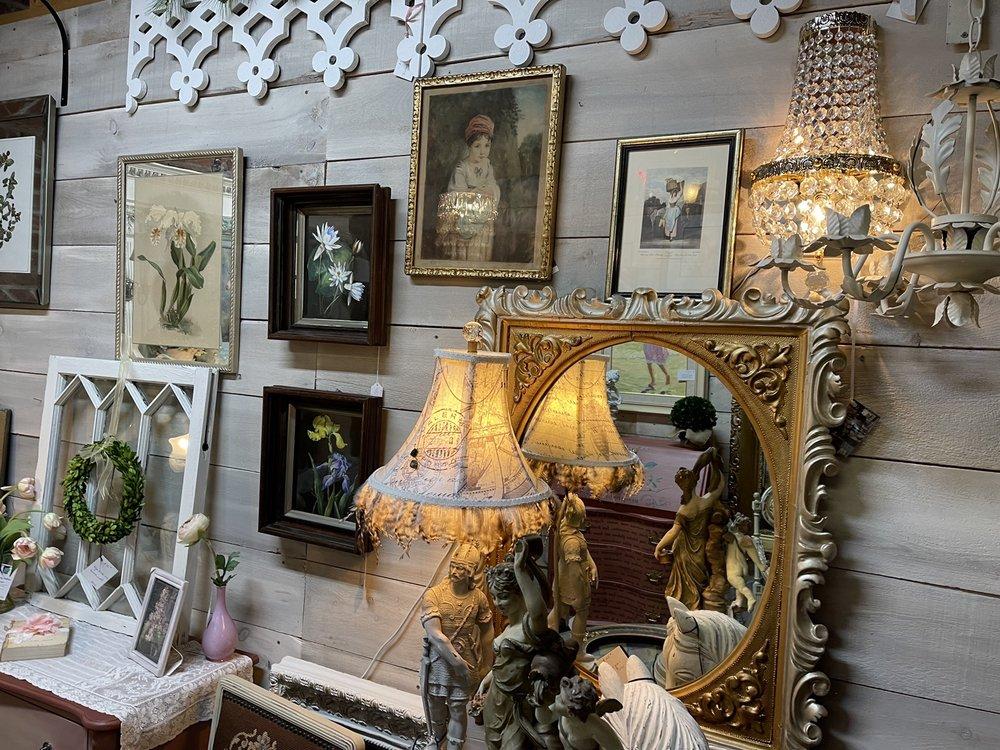 Antiques on the Farmington: 10 Depot St, Collinsville, CT