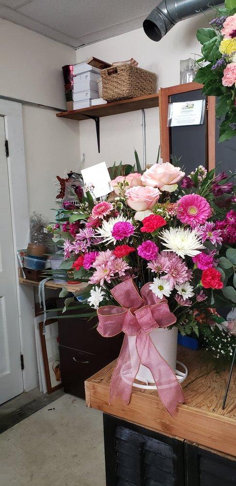 Brandon Florist Shoppe: 256 Grove St, Brandon, VT
