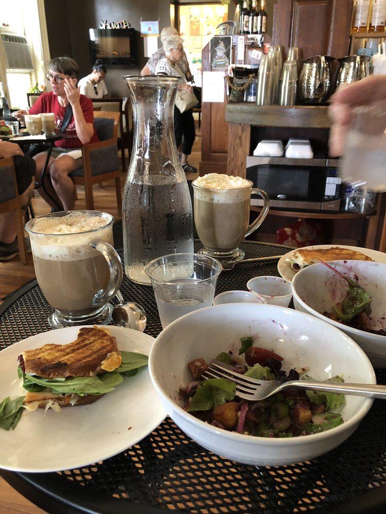 Cafe d'Marie: 614 W 5th St, Davenport, IA