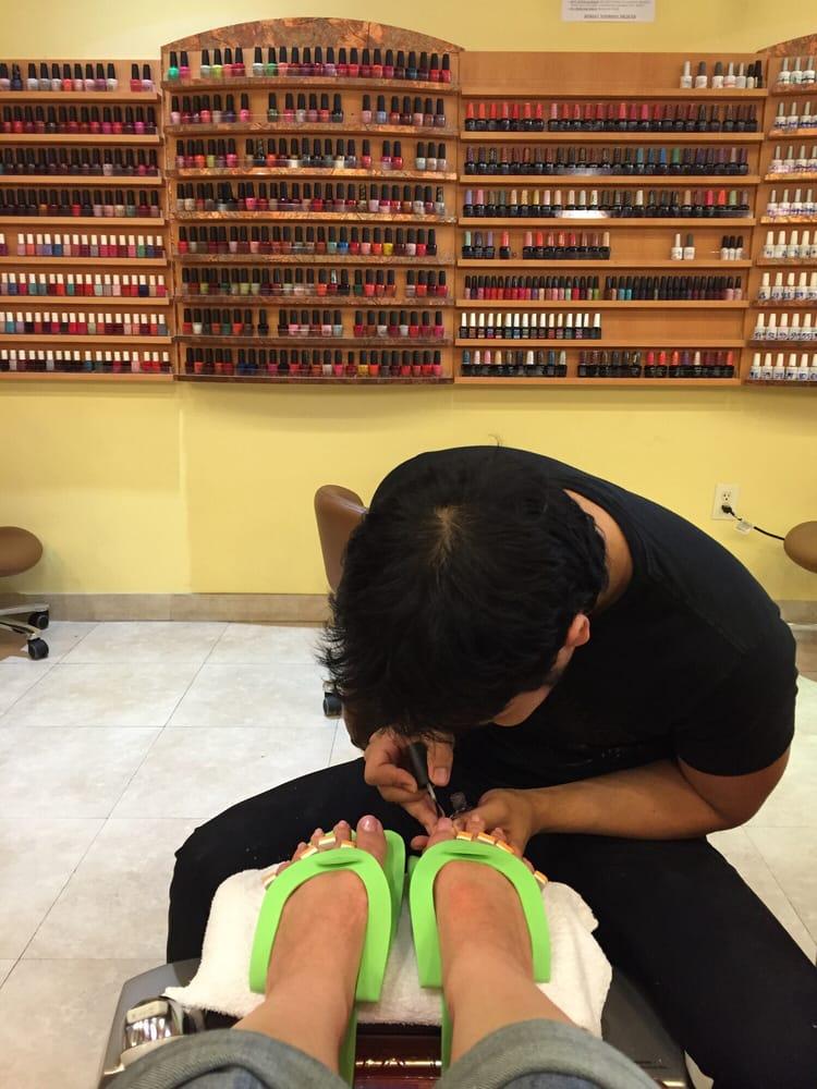 Avalon Lifestyle Nail Salon: 22000 Dulles Retail Plz, Sterling, VA