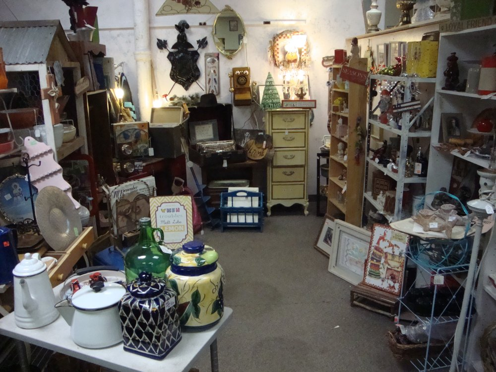 Old Town Antiques & Books: 102 E Superior St, Duluth, MN
