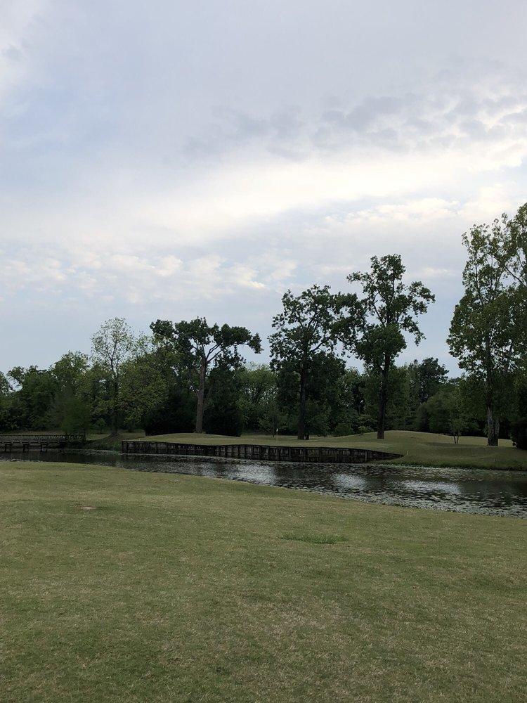 Oakwing Golf Club: 2345 Vandenburg Dr, Alexandria, LA