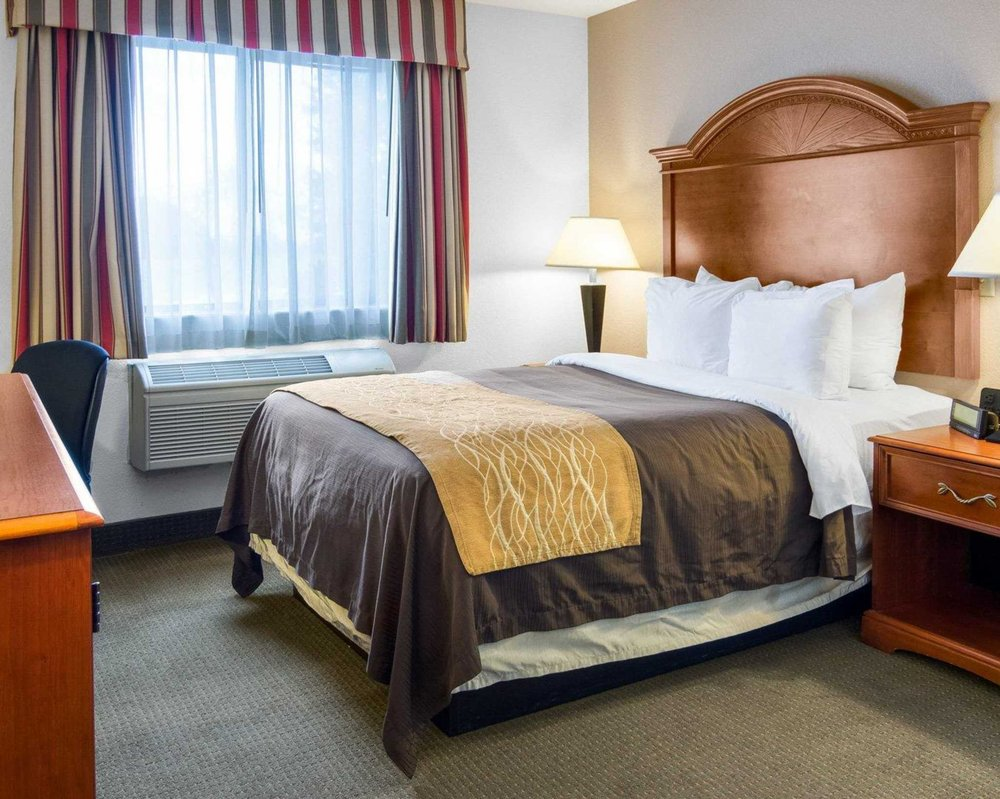 Comfort Inn & Suites: 250 Thompson St, South Hill, VA