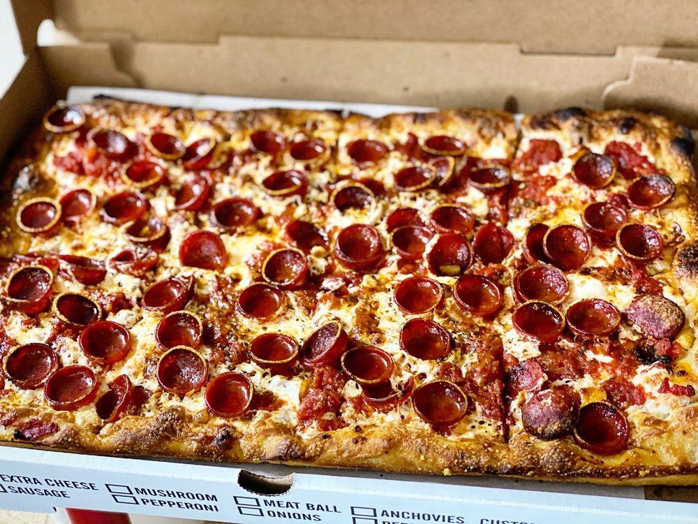 Tavolino Pizzeria : 435 Paterson Ave, Wallington, NJ