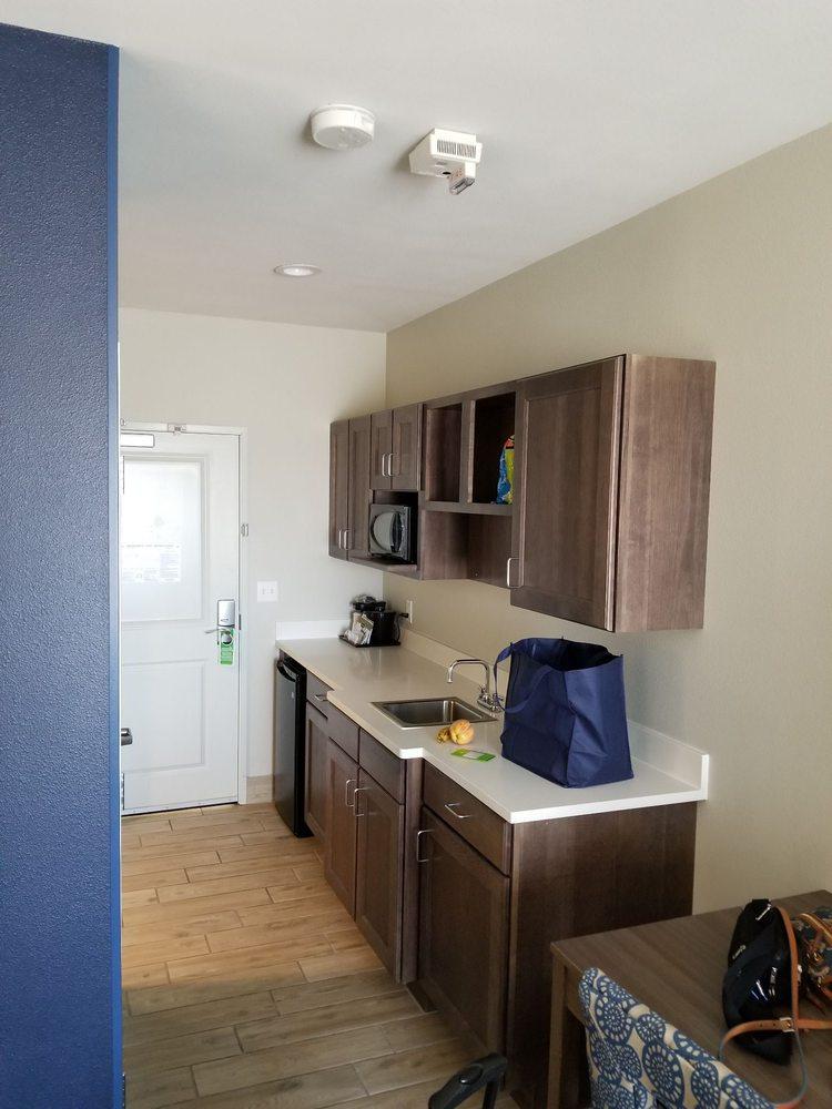 La Quinta Inn & Suites Kingman: 3419 Hotel Way, Kingman, AZ