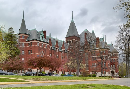Castle Park Apartments: 1600 Castle Park Dr, Saint Louis, MO