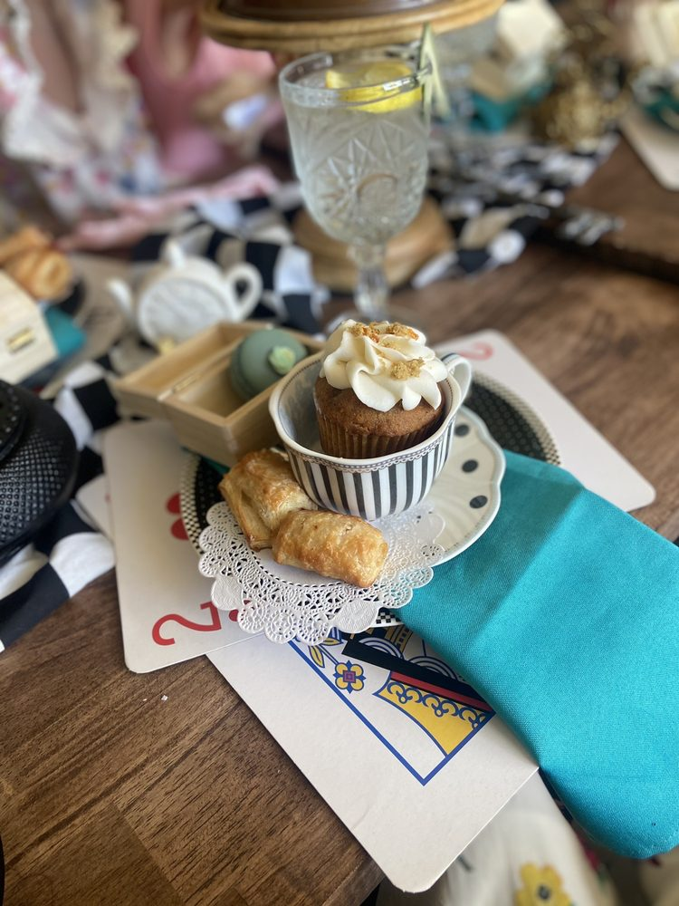Chit Chat Café And Bakery: 273 W Louise Ave, Manteca, CA