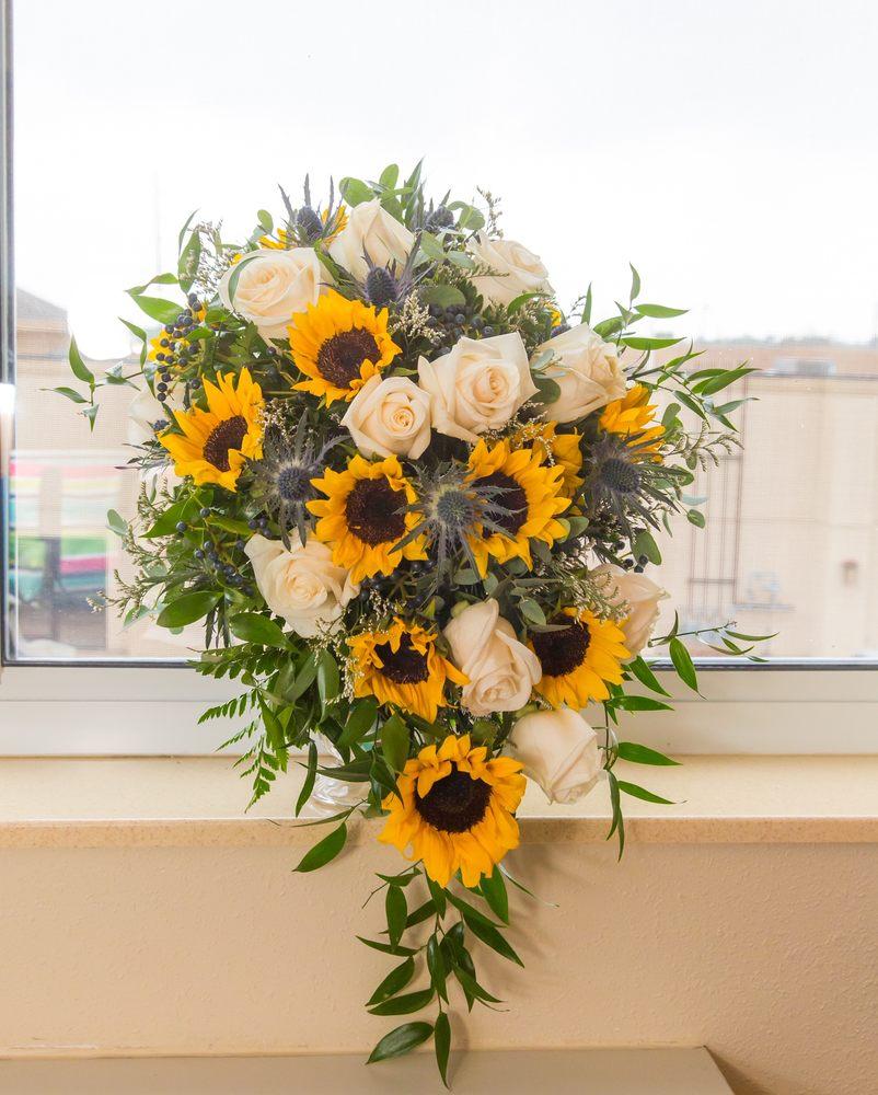 Garden Gate Florist & Gifts: 104 S Monroe St, Abingdon, IL