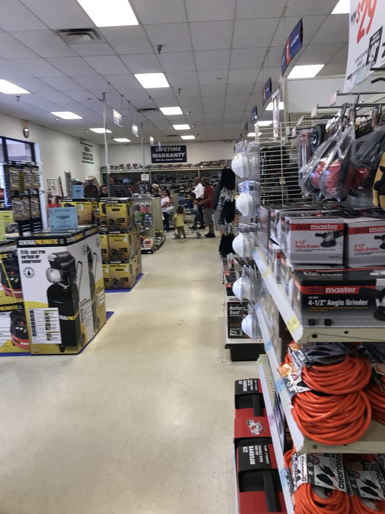 Harbor Freight Tools: 3234 Lithia Pinecrest Rd, Valrico, FL