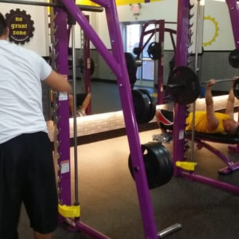 Planet fitness bench press bar weight