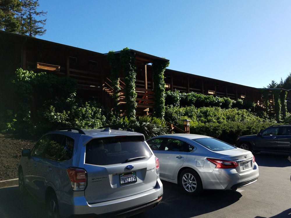 Tu Tu' Tun Lodge: 96550 N Bank Rogue River Rd, Gold Beach, OR