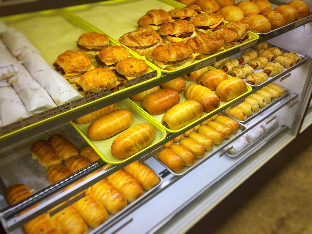 Snowflake Donuts: 502 Craik St, Marlin, TX