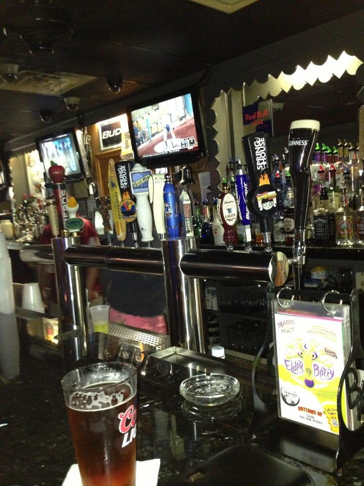 Break Away Sports Lounge: 810 S Potomac St, Waynesboro, PA