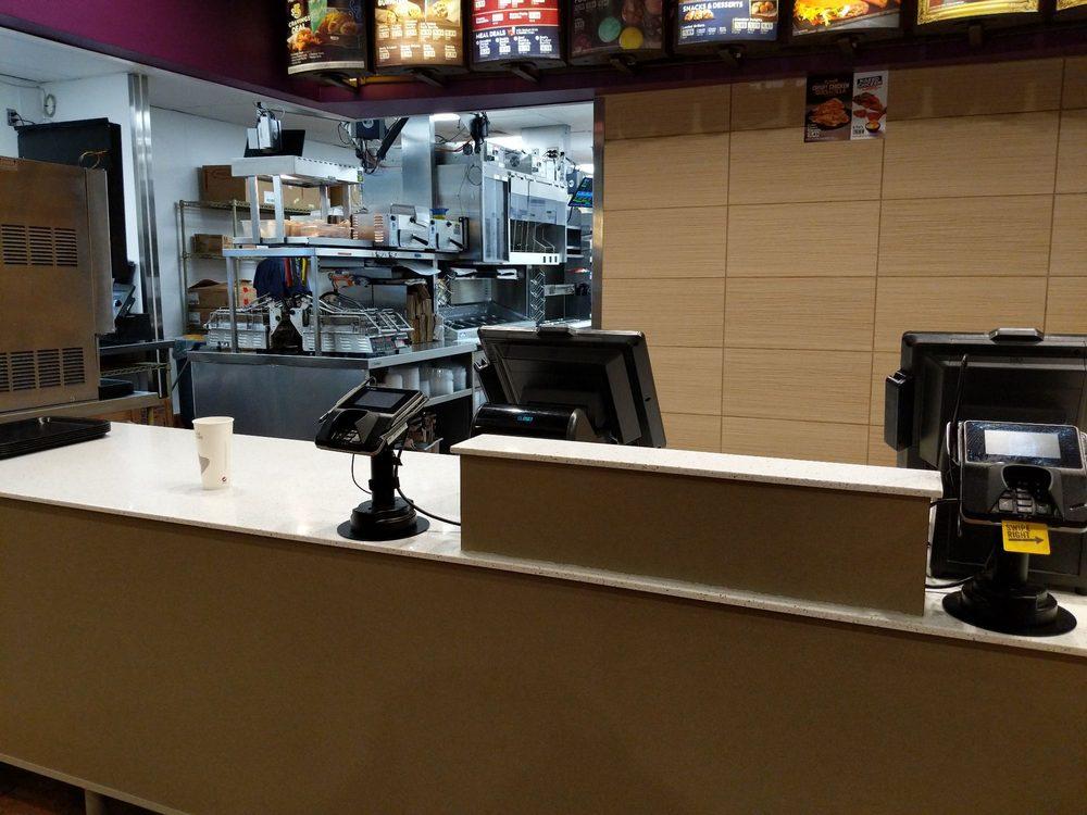 Taco Bell: 895 E 200th N, Roosevelt, UT