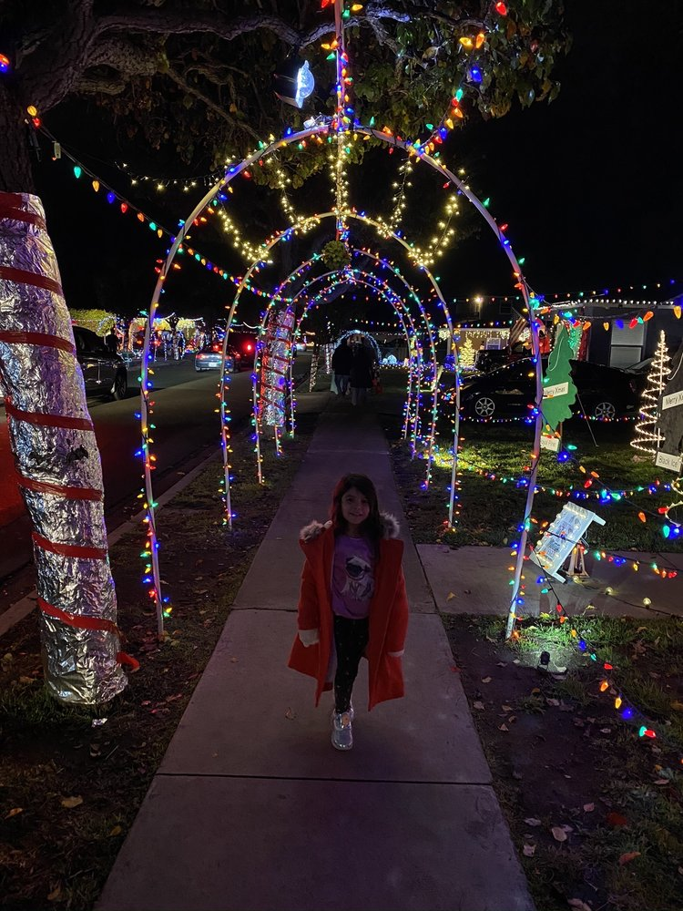 Christmas Circle: Mankato st & Whitney, Chula Vista, CA