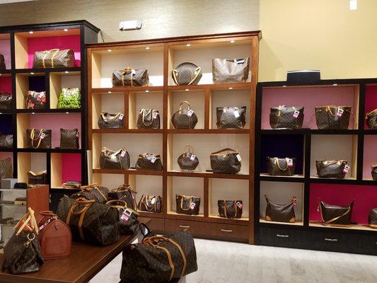 afcd4d2ba5 Keeks Designer Handbags 2901 S Capital of Texas Hwy Ste H18B Austin ...