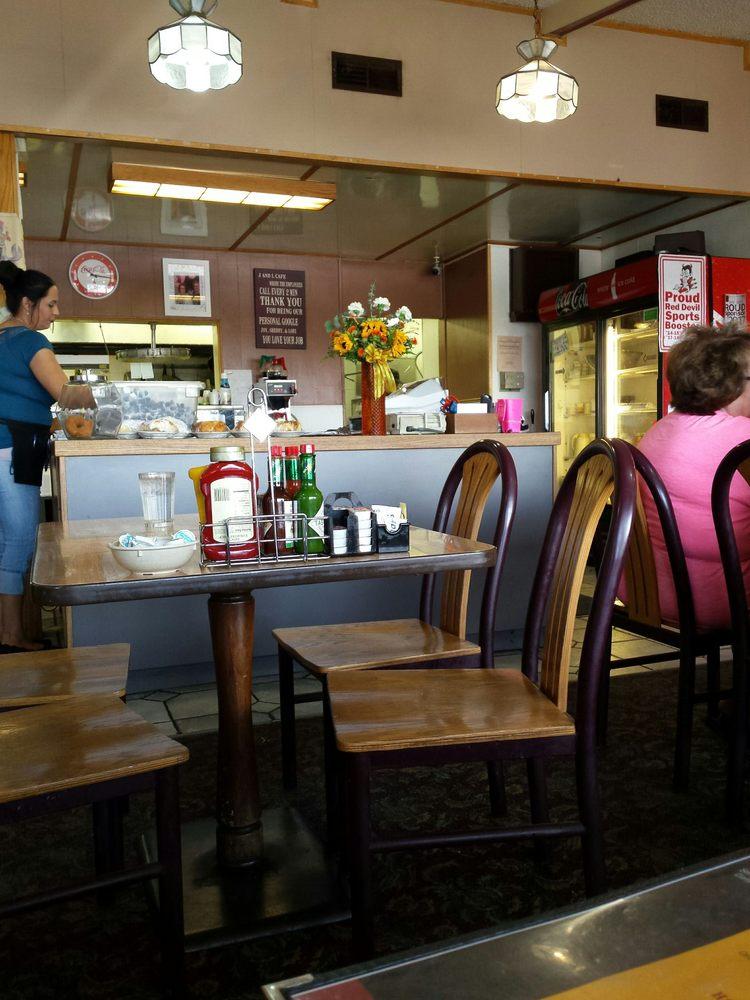 J & L Cafe: 11 State Highway 16, Glendive, MT
