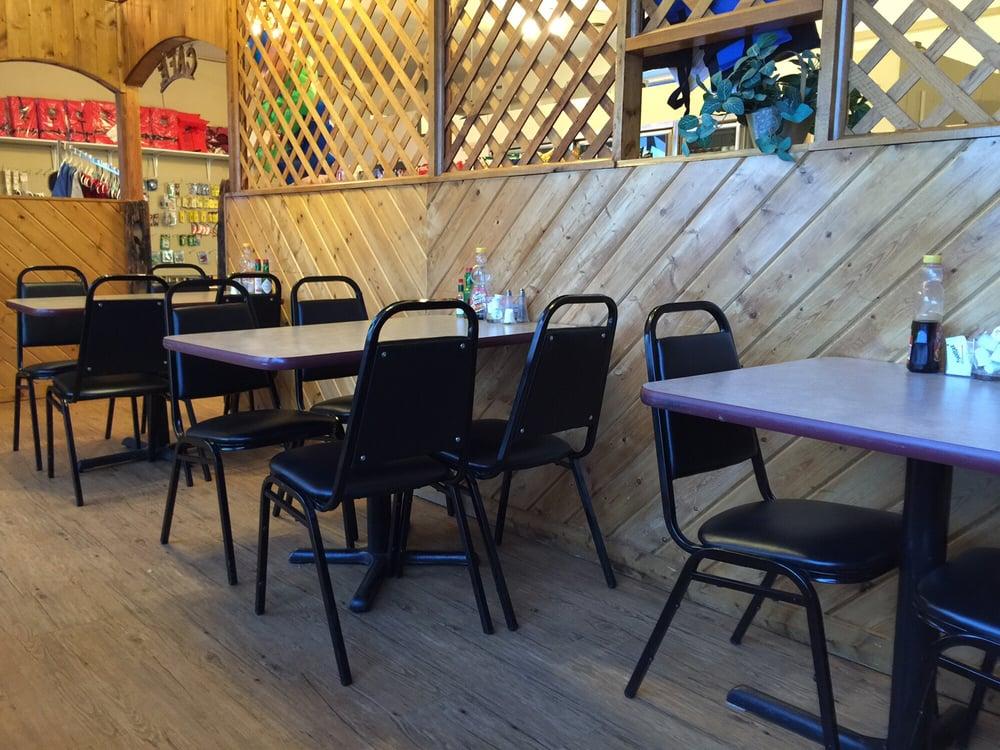 Lake Stop Café: 9 Lake Desmet Rd, Buffalo, WY