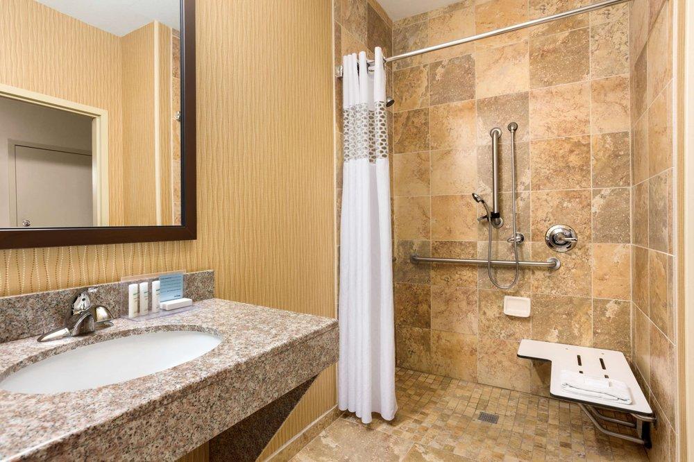 Hampton Inn Wichita-East: 9449 E Corporate Hills Dr, Wichita, KS