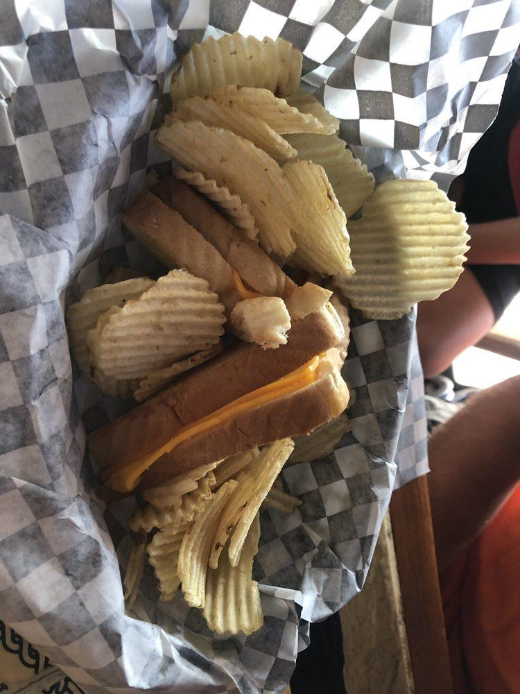 The Lake House Restaurant & Pub: 416 Tablerock Cir, Branson, MO