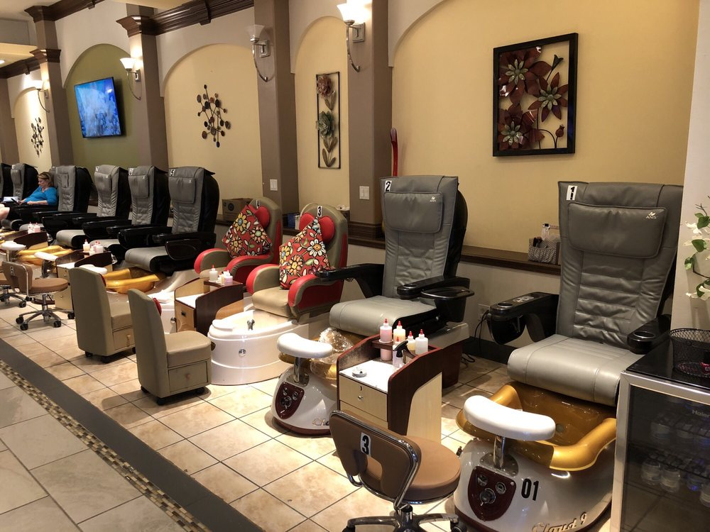 Holiday Manor Nail Spa: 2212 Holiday Manor Ctr, Louisville, KY