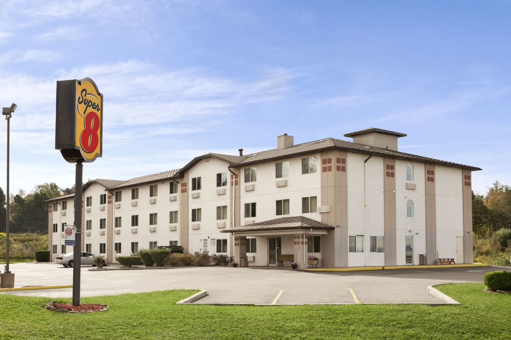 Super 8 by Wyndham Johnstown: Hwy 219 and Solomon Run Road, Johnstown, PA