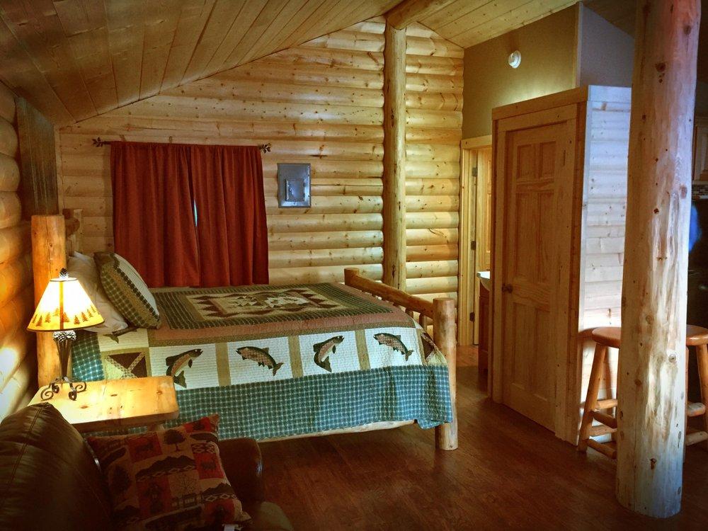 Grizzly Ridge: 18280 Sterling Hwy, Cooper Landing, AK