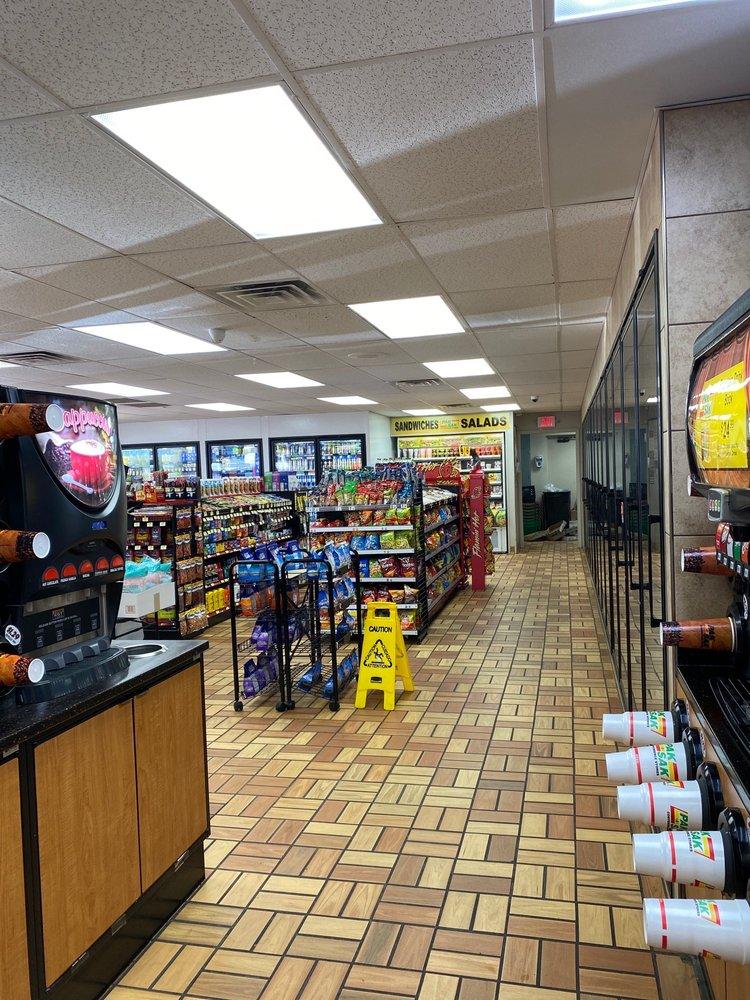 Pak-A-Sak: 620 S Maddox Ave, Dumas, TX