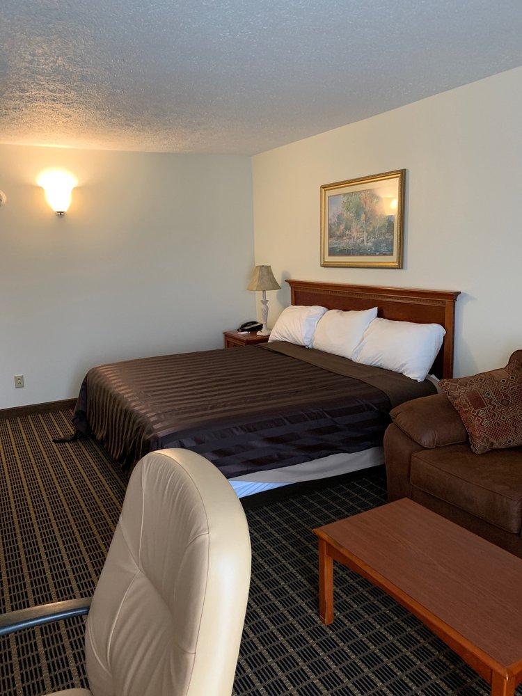 Southgate Hotel: 2248 Southgate Pkwy, Cambridge, OH