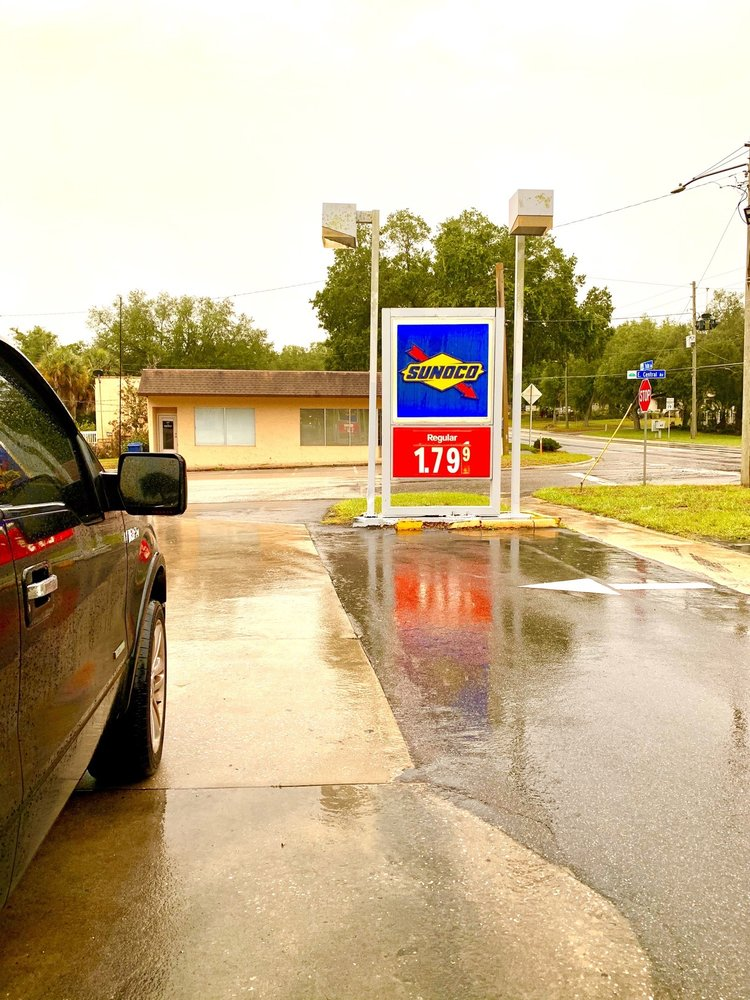 Sunoco Service Station: 102 N Palm Ave, Howey-in-the-Hills, FL