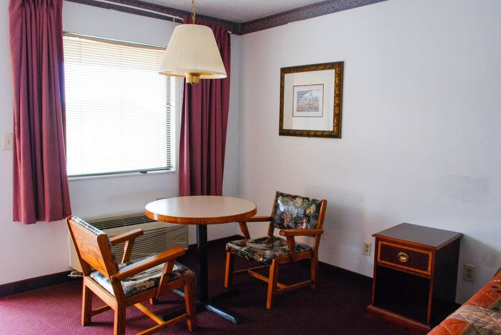 Westworld Country Inn: 901 NE 4th St, Hubbard, TX