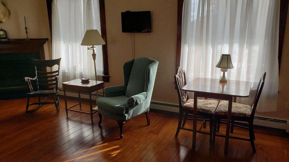 Arcadia House Bed & Breakfast: 17304 Northwood Hwy, Arcadia, MI