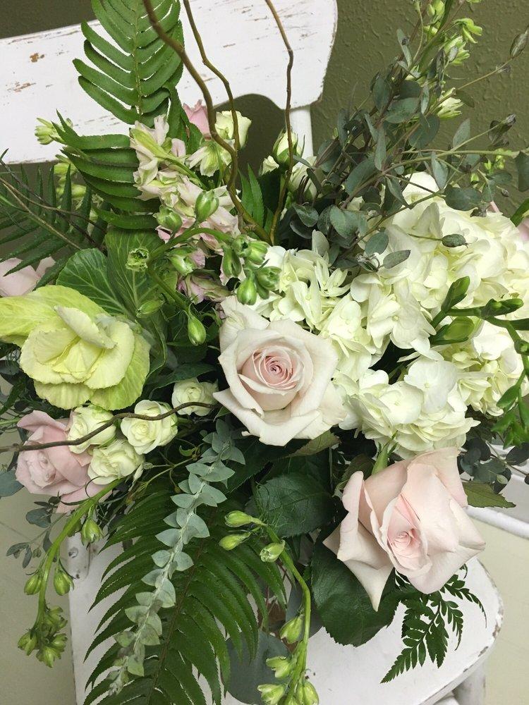 Perennial Floral: 221 Fairmont Ave, Fairmont, WV