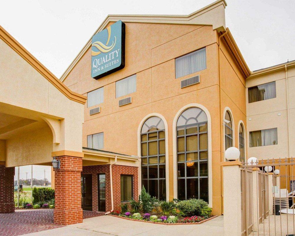 Quality Inn & Suites: 1508 I-35 North, Waco, TX