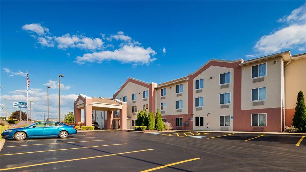 Best Western Penn-Ohio Inn & Suites: 6828 Commerce Dr, Hubbard, OH