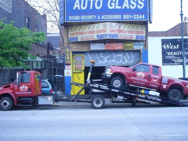 D & I Towing: 356 W St, New York, NY