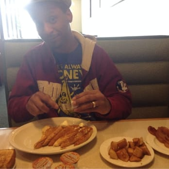 Barous Family Restaurant 17 Reviews Cafes 94 Fort Eddy Rd