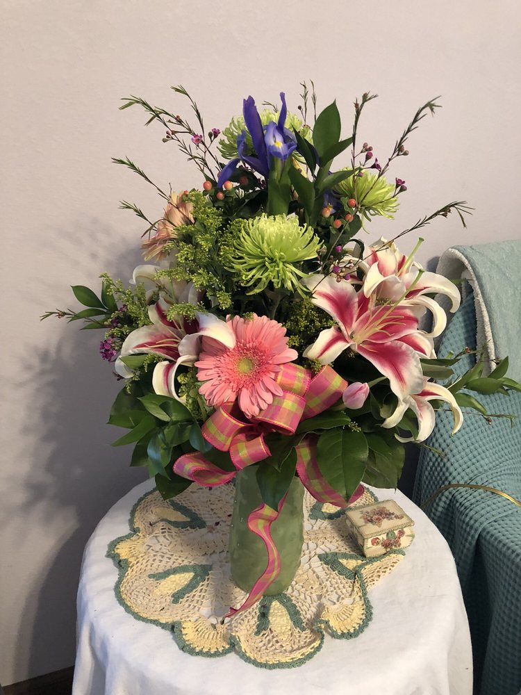 LaRosa's Flowers: 114 E State St, O Fallon, IL