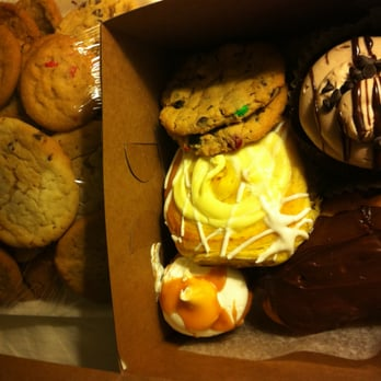 Simple Simon Bakery 18 Reviews Bakeries 218 E Wisconsin Ave
