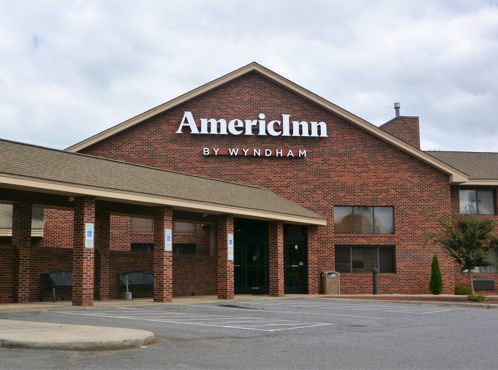 AmericInn by Wyndham Boiling Springs Near Gardner Webb U: 428 East College Ave, Boiling Springs, NC