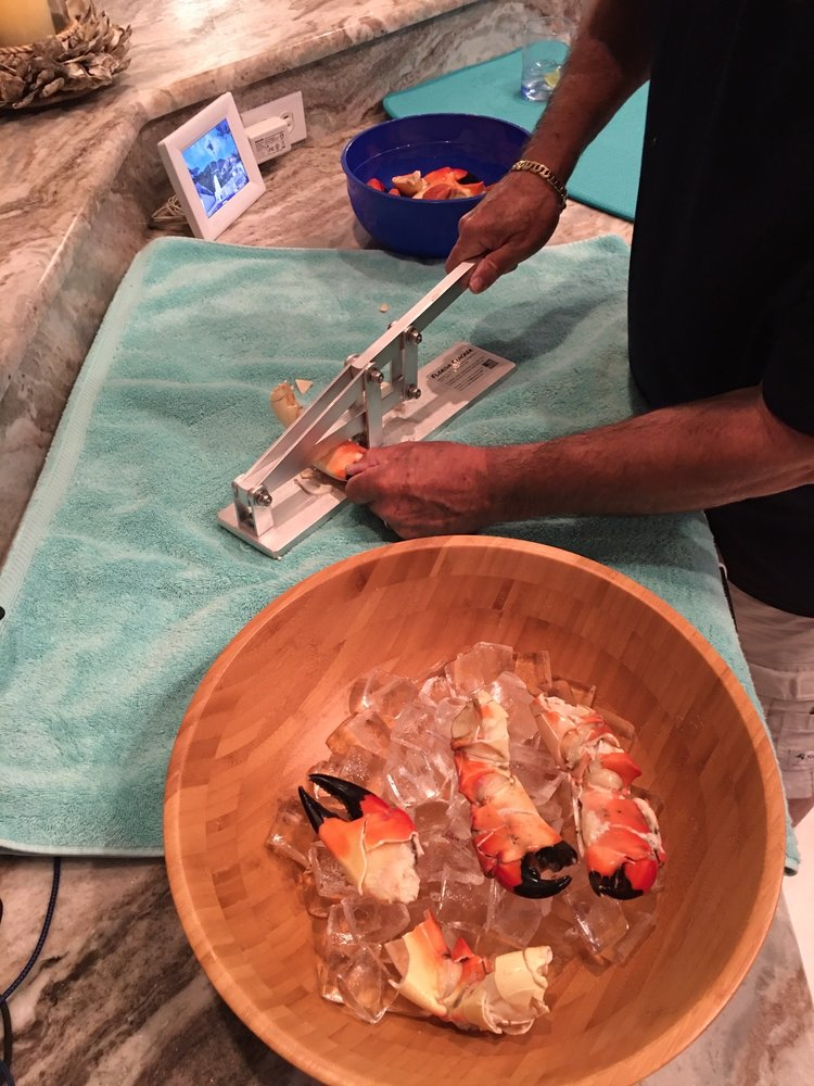 Cut Right Seafood: 136 S Mccall Rd, Englewood, FL