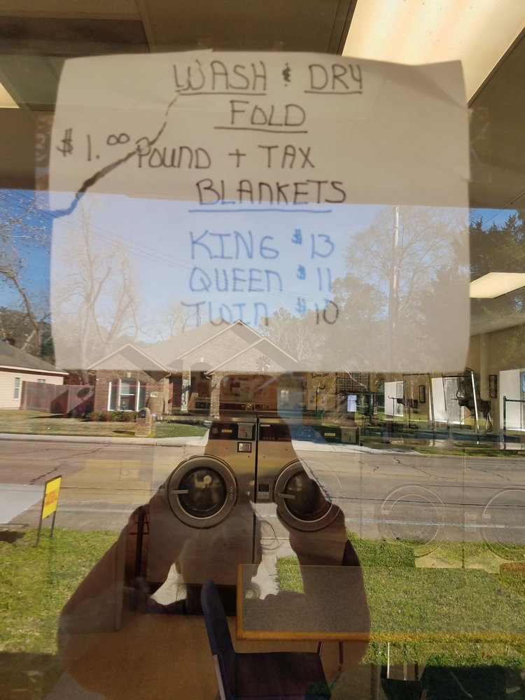 Hood Street Laundromat: 1125 S Hood St, Alvin, TX