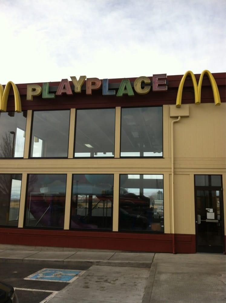 McDonald's: 641 N Hwy 20, Hines, OR